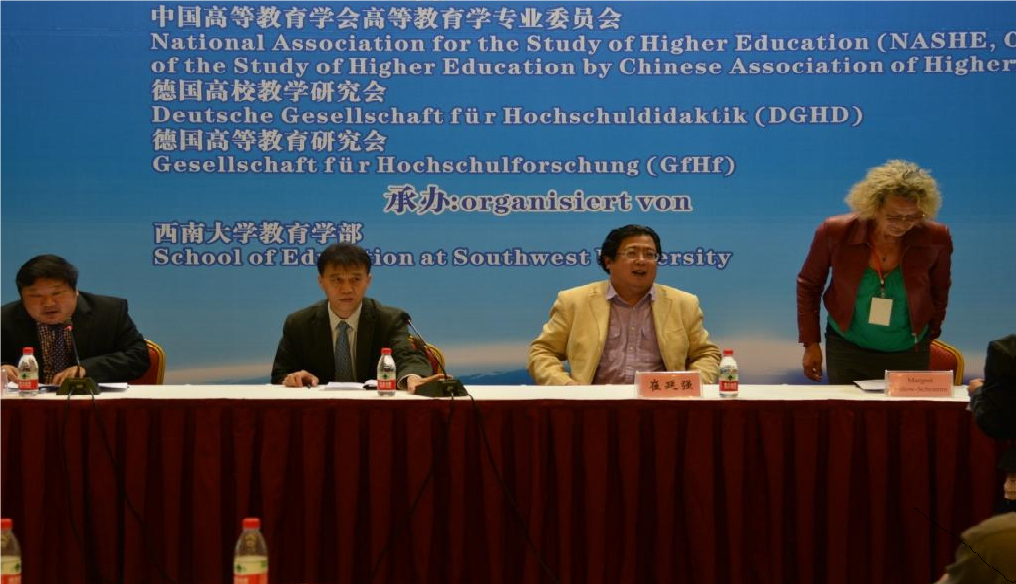 Prof. Dr. Wei Wu (School of Education at Southwest University Chongqing, Gastgeber), Prof. Dr. Hongjie Chen (Peking University, stellv. Vorsitzender der NASHE), Prof. Dr. Yangqiang Cui (Rektorat und Direktor der Graduate School at Southwest University, Gastgeber), Prof. Dr. Margret Bülow-Schramm (Universität Hamburg, Vorsitzende GfHf)
